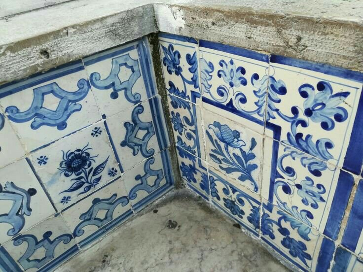 Uniqueness of Portuguese Tiles