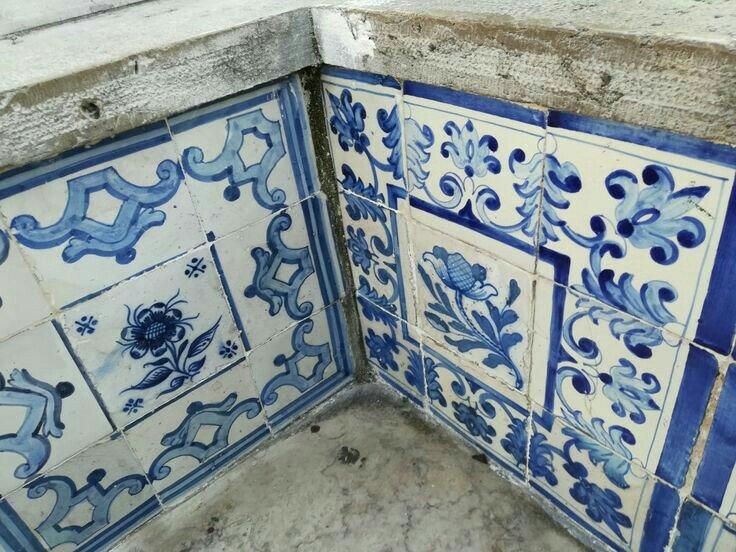 Uniqueness of Portuguese Tiles