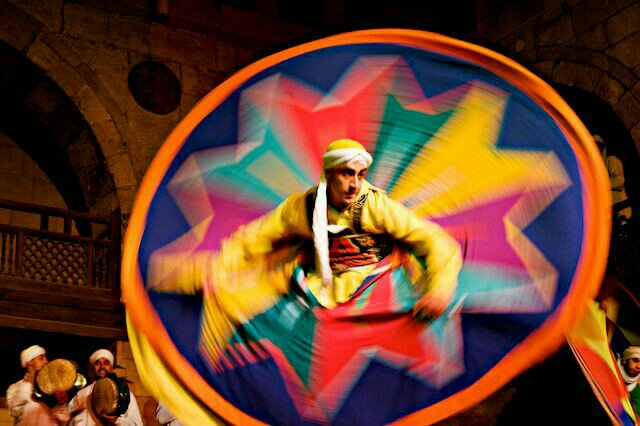 El Tanoura dancer represents the Sun.