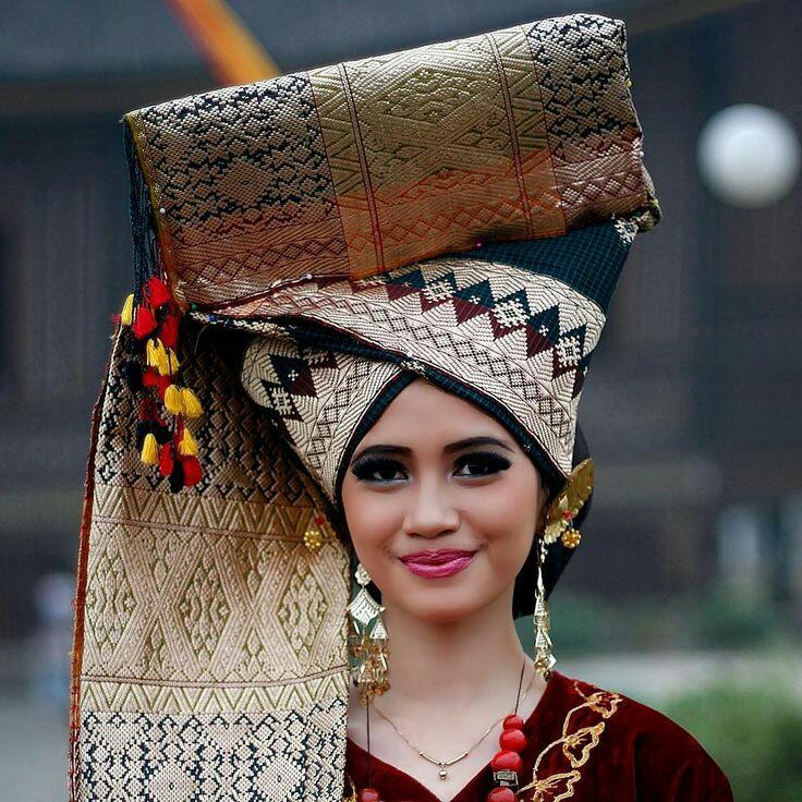 Beautiful Minang women wearing traditional costume (West Sumatra)