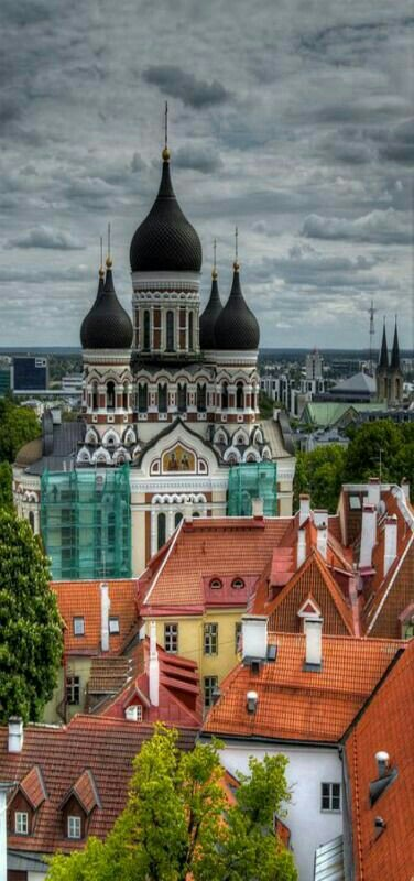 Top 10 walks into the past: Tallinn